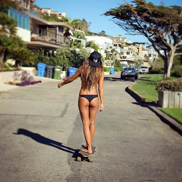 What an amazing beach day in San Diego!! Grab ur boardshorts/bikini and ur cruiser and hit the beach!  @erynkrouse  #skatelife #sk8 #skateboard #skateboarding #skatebabes #skateboardingisfun #skateeverydamnday #skateeveryday #girlsthatskate #skatergirl #skatebabe #skaterbabe #longboardbabe #babe #bikini #longboardgirls #california #socal #pacificbeach #sandiego #pb #pblife #beachlife #whatever #whateverskateboards
