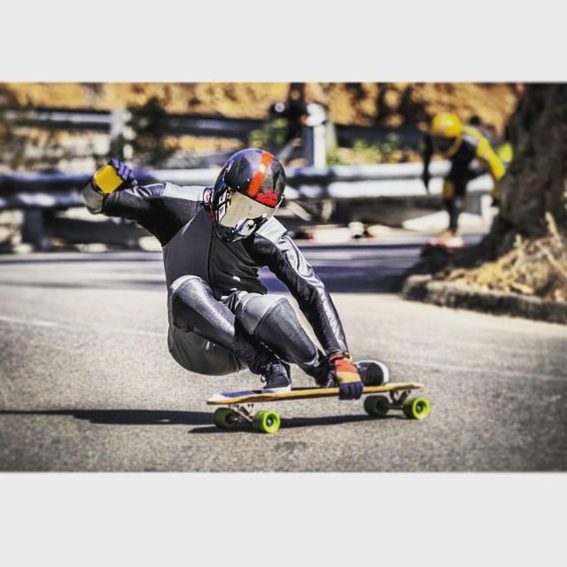 Cool shot of @toms_wurld shreddin the gnarbara... @santa_gnarbara #steez #steezin #downhillskateboarding #longboarder #longboarding #longboard #skateboard #skateeveryday #skateclipsdaily #skategram #downhill #downhilllongboarding #downhillslide #bombhillsnotcountries #bombhills #arbor #arborskateboards #calibertrucks #whatever #whateverskateboards